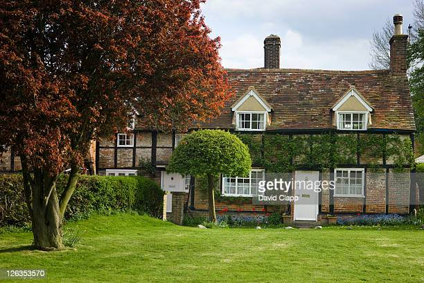 church cottage, the house used as the vicars house in the vicar of dibley, a bbc tv comedy, turville, wycombe, buckinghamshire, england, uk, europe - television show stock pictures, royalty-free photos & images