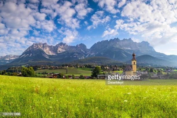 church in ellmau at wilder kaiser, austria, tirol  - kaiser mountains - kitzbühel stock pictures, royalty-free photos & images