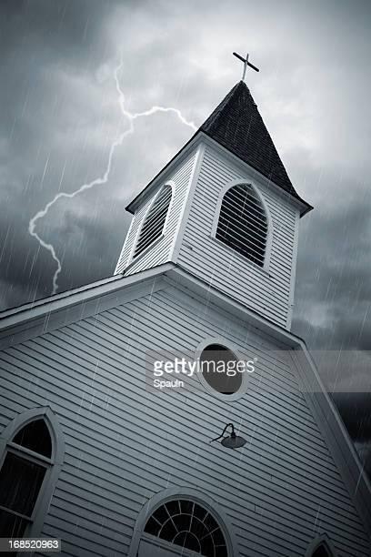教会のストーム - 尖り屋根 ストックフォトと画像