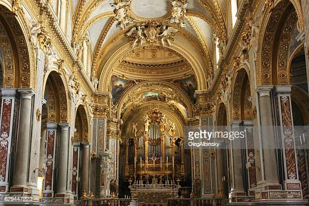 chiesa interna dell'abbazia di montecassino, italia. - abbazia foto e immagini stock