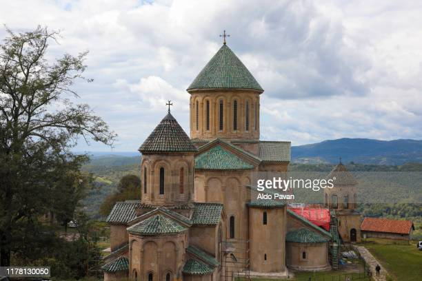 church of gelati monastery, kutaisi, georgia - klooster stockfoto's en -beelden