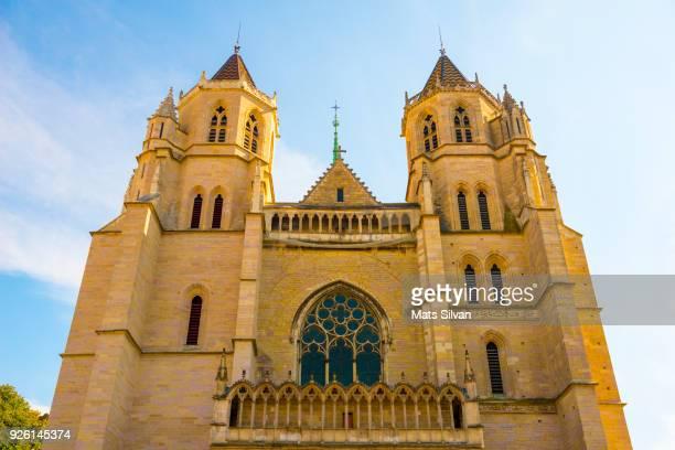 church of notre dame in dijon. - dijon photos et images de collection