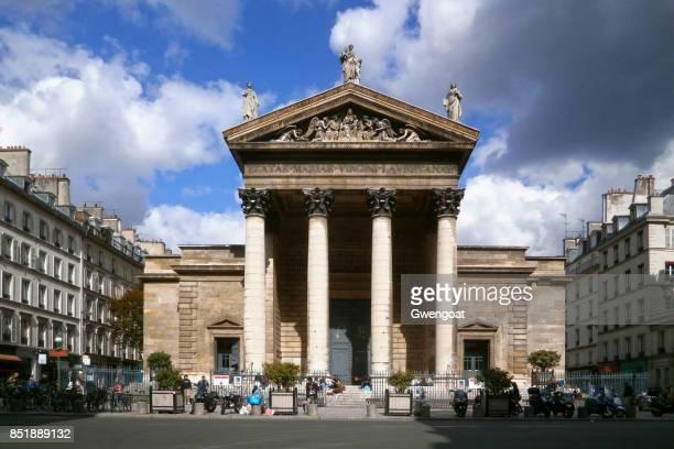 kerk van notre-dame-de-lorette in parijs - gwengoat stockfoto's en -beelden