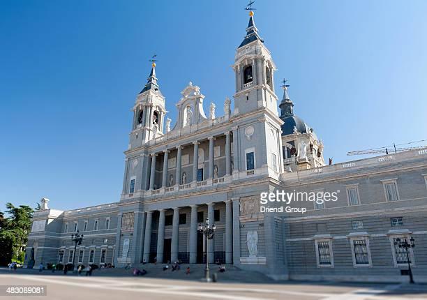church of nuestra señora de la almudena. - アルムデナ大聖堂 ストックフォトと画像