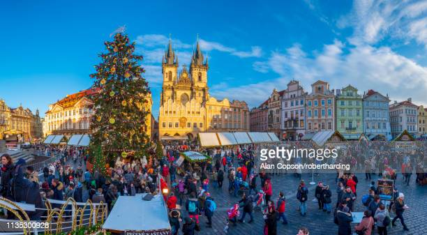 church of our lady before tyn and christmas markets, staromestske namesti (old town square), stare mesto (old town), unesco world heritage site, prague, czech republic, europe - alan copson stock pictures, royalty-free photos & images