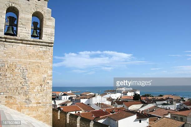 教会の saintes -maries ドラ mer - サントマリードラメール ストックフォトと画像