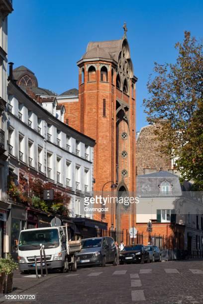 church of saint-jean de montmartre in paris - gwengoat stock pictures, royalty-free photos & images