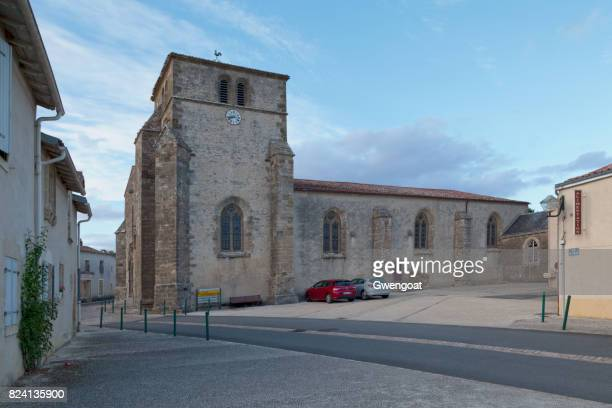 church of saint-jean-baptiste in france - gwengoat stock pictures, royalty-free photos & images