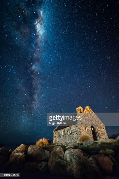 church of the good shepherd, lake tekapo, new zealand - iglesia del buen pastor tekapo fotografías e imágenes de stock