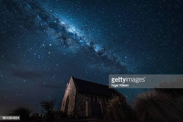 church of the good sherpherd, lake tekapo, new zealand - iglesia del buen pastor tekapo fotografías e imágenes de stock