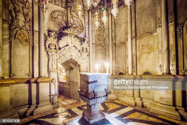 church of the holy sepulchre, anastasia rotunda, tomb of jesus, the chapel of the angel - empty tomb jesus stock pictures, royalty-free photos & images