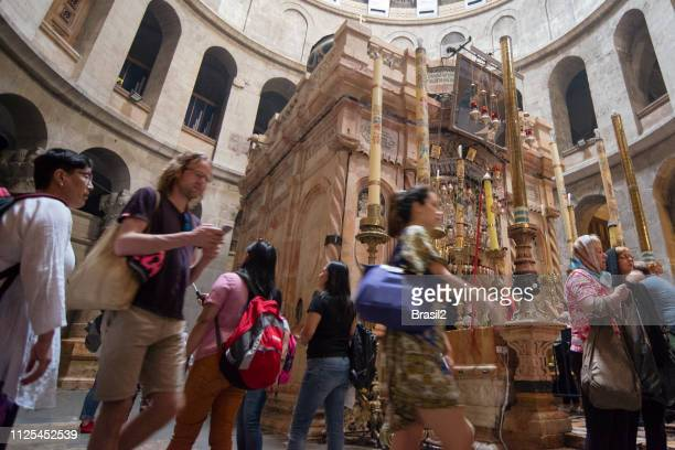 church of the holy sepulchre in jerusalem - jesus tomb stock pictures, royalty-free photos & images