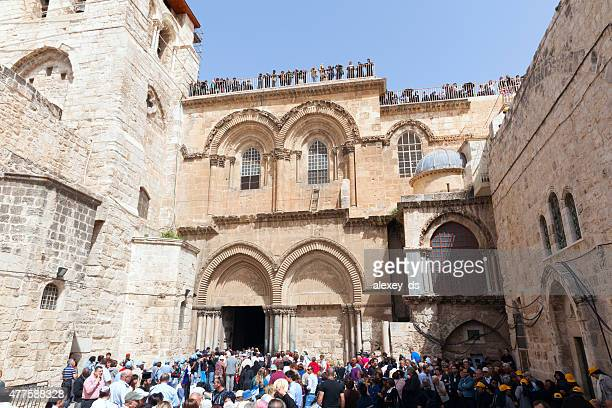 church of the holy sepulchre yard before holy fire  emanation - jesus entry into jerusalem stock pictures, royalty-free photos & images