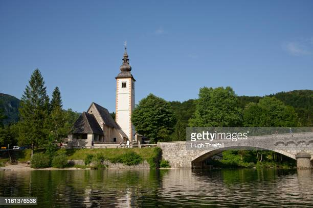 church on lake bohinj, slovenia - hugh threlfall stock pictures, royalty-free photos & images