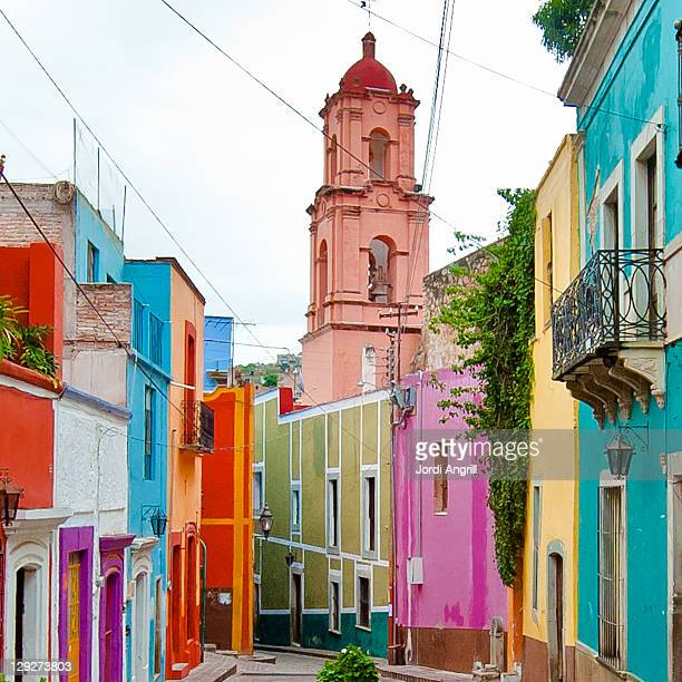 church on street at guanajuato - guanajuato stock pictures, royalty-free photos & images