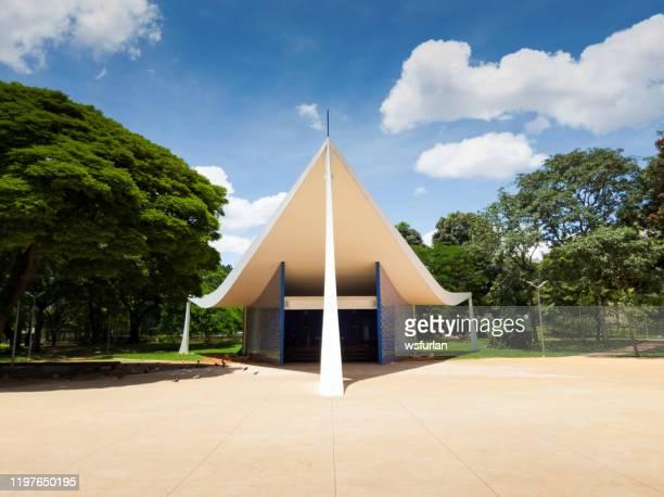 église nossa senhora de fatima à brasilia ou igrejinha - brasilia photos et images de collection