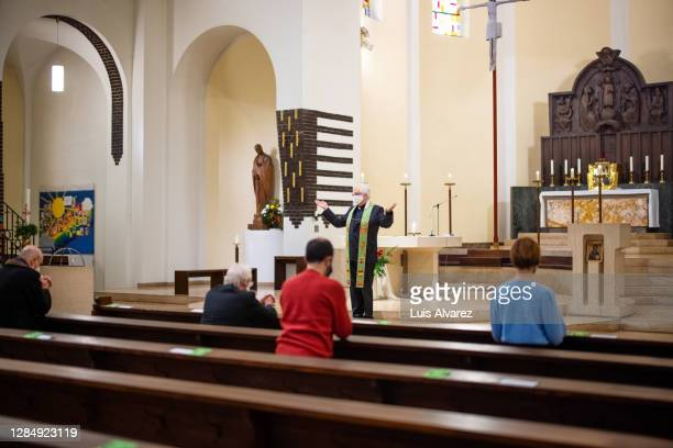 church preacher conducting a ceremony during pandemic - religious mass stock pictures, royalty-free photos & images