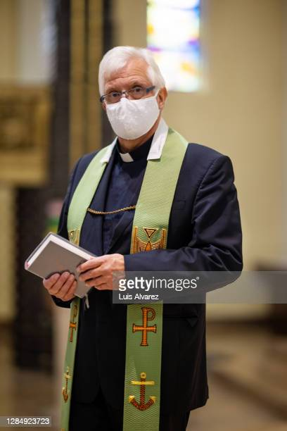 church priest wearing protective face mask - 司祭 ストックフォトと画像