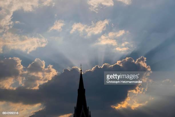 church silhouette - aguja chapitel fotografías e imágenes de stock