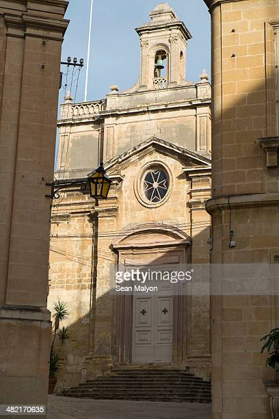 church, vittoriosa, malta - sean malyon stock pictures, royalty-free photos & images