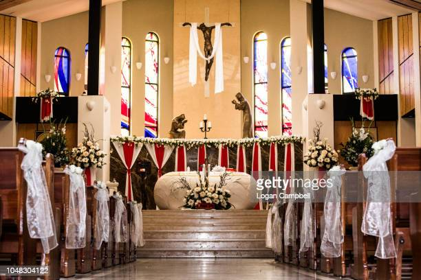 church wedding wedding pews with flowers and bows - church wedding decorations stock pictures, royalty-free photos & images