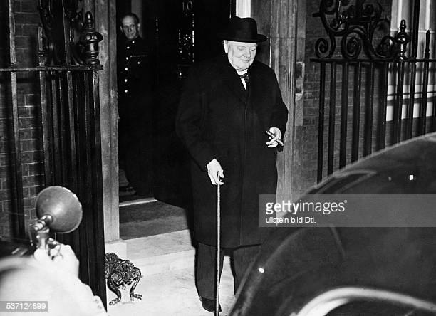 Churchill verlässt als der neu gewählte brit Premier nach der ersten Kabinettssitzung den Amtssitz Downingstreet Nr10