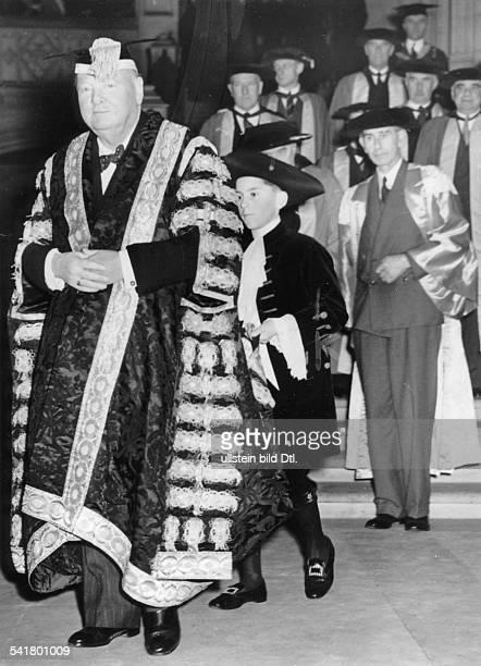 Churchill Winston*30111874Politiker GBPremierminister 19401945Porträt im Ornat des Kanzlers der Universität Bristol