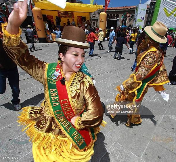 Chuta and a Chola Paceña traditional characters of bolivian carnival during Entierro Del Pepino as part of canival closing celebration on Marcha 9...