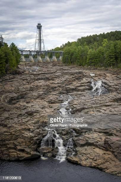 chute d'eau de shawinigan - シャウィニガン ストックフォトと画像