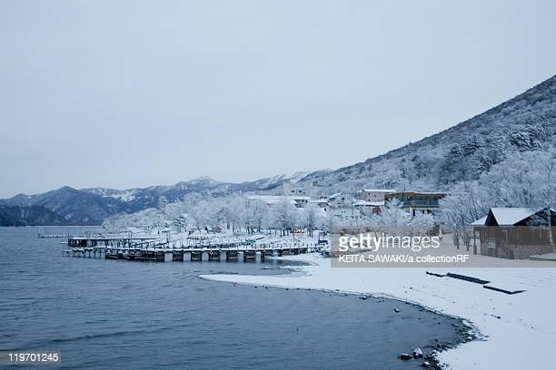 chuzenji lake in winter - 栃木県 ストックフォトと画像