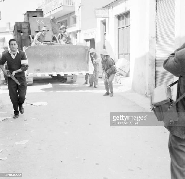 Chypre 9 mars 1964 Les combats de rue dans la ville de Paphos Ktyma ville de 9 000 habitants 6 000 Grecs et 3 000 Turcs Le 7 mars jour de foire les...