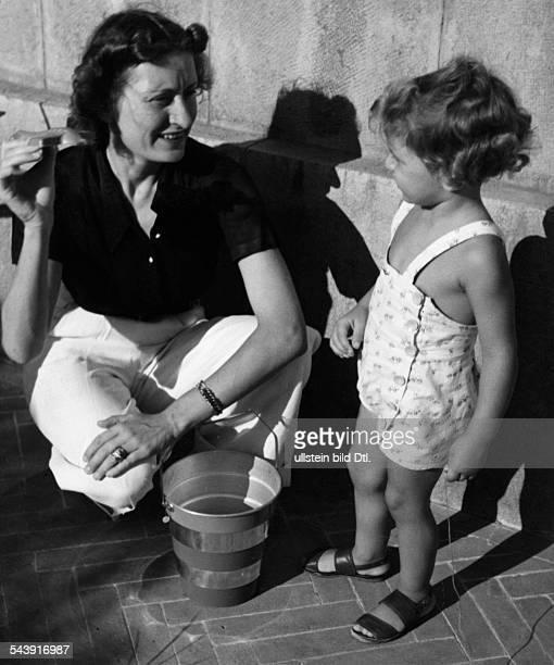 Ciano Edda Italy* Edda Mussolini Ciano Countess of Cortellazzo and Buccari with her daughter Raimonda daughter of Benito Mussolini wife of Galeazzo...