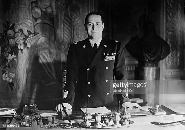 Ciano Galeazzo Graf *Politiker I als Aussenminister im Arbeitszimmerseines Amtssitzes im Palazzo Chigi in Rom datiert