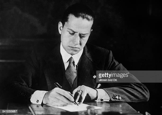 Ciano Galeazzo Graf *Politiker I als Unterstaatssekretär für Presse undPropaganda 1935