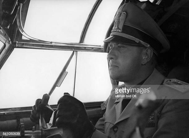 Ciano Galeazzo Graf *Politiker I am Steuerknüppel eines Flugzeuges 1940