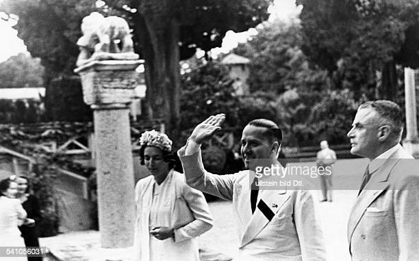 Ciano Galeazzo Graf *Politiker I bei der Ankunft im Park der VillaMassimo dem Sitz der Deutschen Akademiein Rom zu einer Aufführung der Oper`Ariadne...