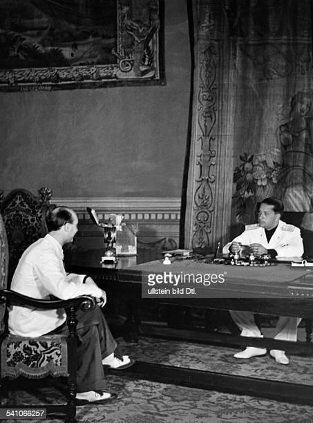Ciano Galeazzo Graf *Politiker I im Arbeitszimmer seines Amtssitzes imPalazzo Chigi in Rom im Gespräch miteinem Besucher wohl 1936