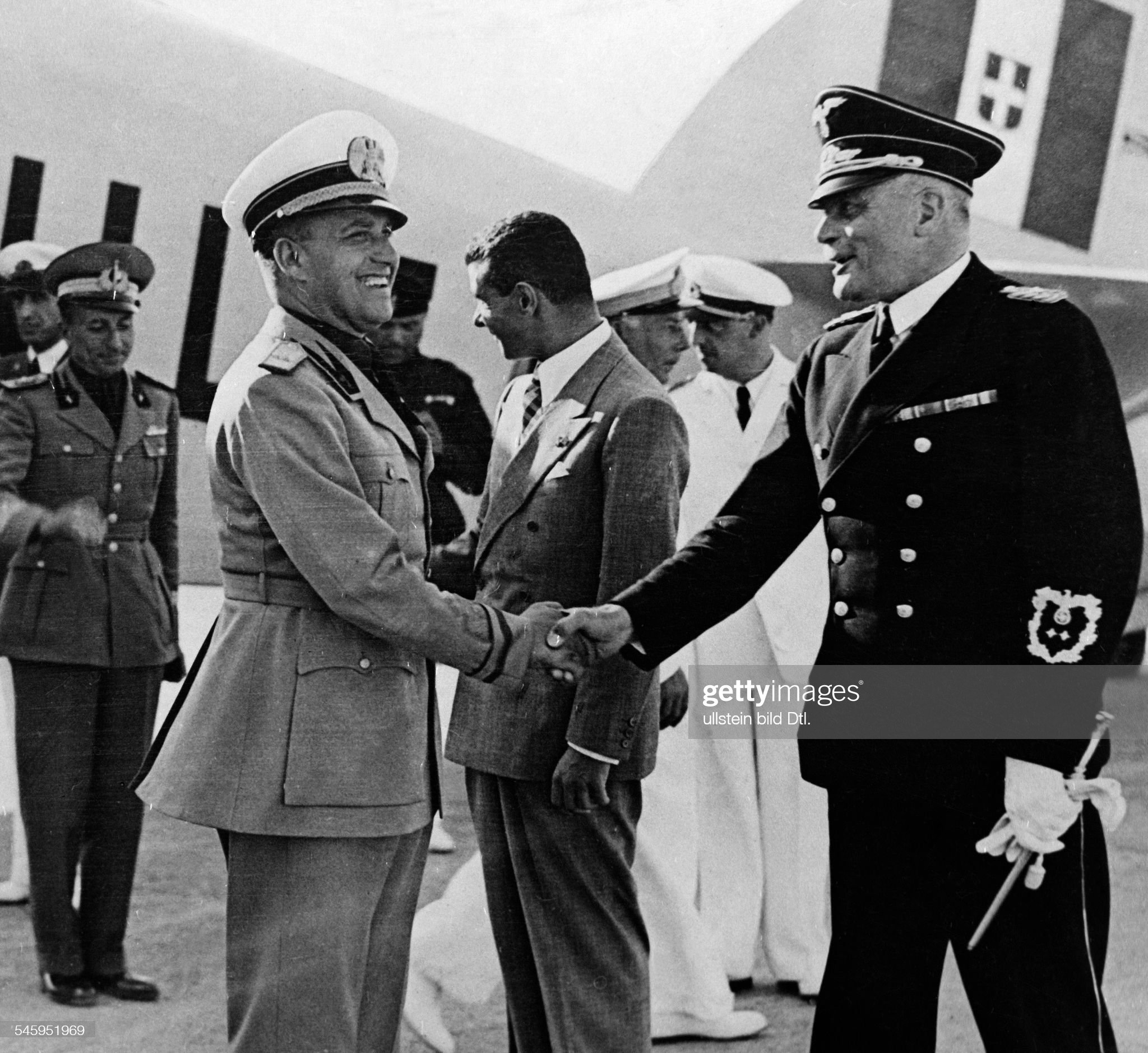 Ciano, Galeazzo - Politician, Italy*18.03.1903-11.01.1944+Foreign Minister Ciano on a visit to Fuschl, shaking hands with German ambassador Dr. Hans-Georg v. Mackensen (right) when leaving on Salzburg airport- 13.08.1939 - Photographer: Presse-Illust : Nachrichtenfoto