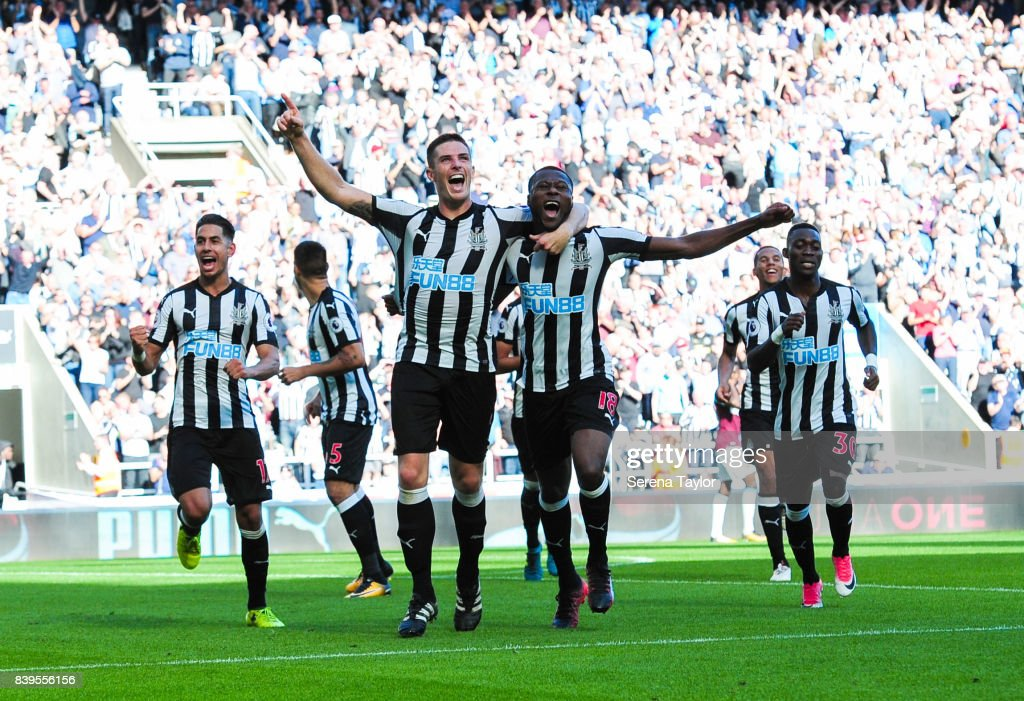 Ciaran Clark of Newcastle United (02) celebrates after scoring Newcastle's second goal during the Premier League Match between Newcastle United and West Ham United at St.James' Park on August 26, 2017, in Newcastle upon Tyne, England.