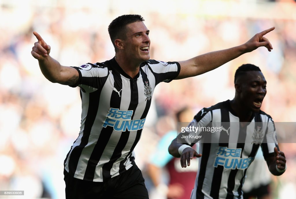 Ciaran Clark of Newcastle United celebrates scoring his sides second goal during the Premier League match between Newcastle United and West Ham United at St. James Park on August 26, 2017 in Newcastle upon Tyne, England.