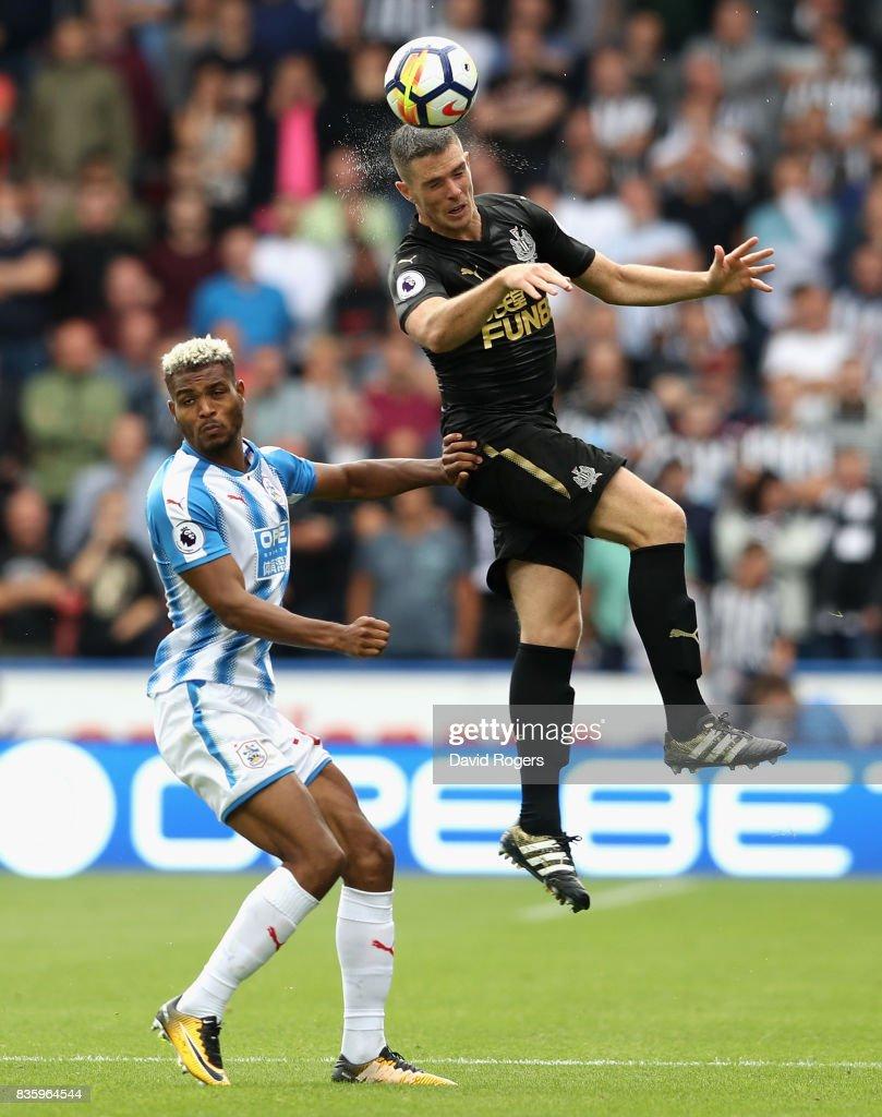 Huddersfield Town v Newcastle United - Premier League : Fotografía de noticias