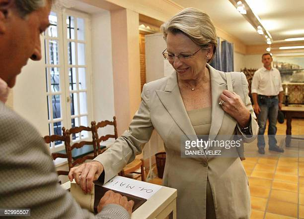 French Defence minister Michele AlliotMarie casts her vote for the EU Constitution's referendum 29 May 2005 in Ciboure southwerstern France The EU's...