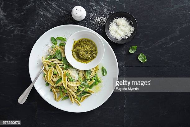 cicatelli pasta with green beans, peas, asparagus and pesto sauce - pesto stock pictures, royalty-free photos & images