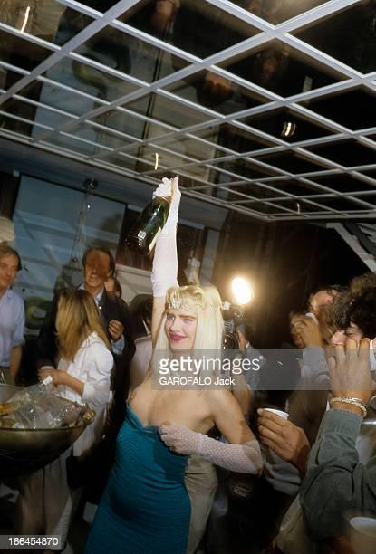 Cicciolina Elected Member 22 juin 1987 Llona STALLER alias CICCIOLINA star du cinéma X entre au Parlement italien Ilona STALLER les seins nus une...