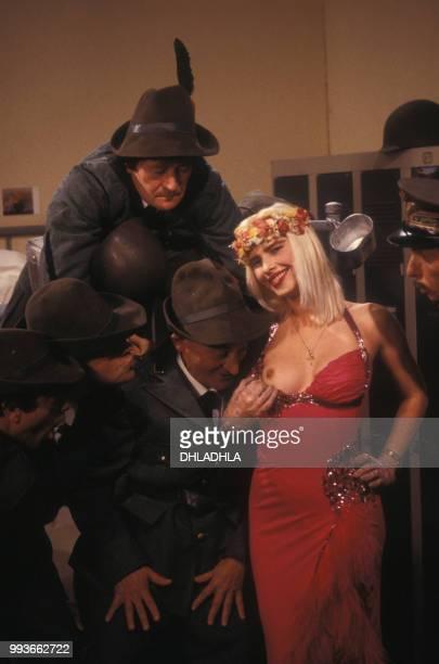 Cicciolina à l'émission de télévision humoristique 'Collaricocoshow' sur La Cinq le 28 septembre 1987 à Paris France