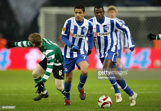 Cicero of Berlin and team mate Adrian Ramos in action during the UEFA Europa League match between Hertha BSC Berlin and Sporting Lissabon at Olympic...