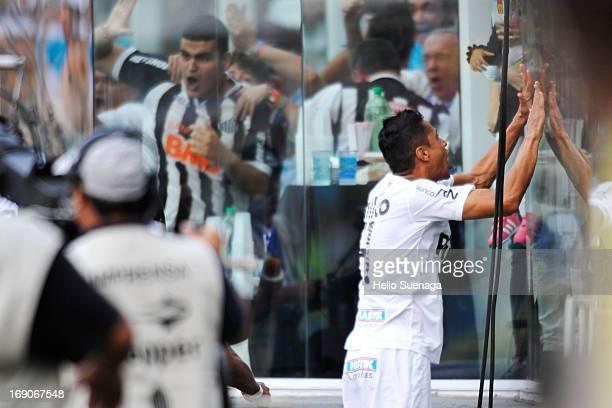 Cicero player of Santos celebrates a goal during the match between Santos and Corinthians as part of Paulista Championship at Vila Belmiro Stadium on...