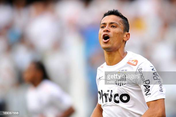 Cicero player of Santos celebrates a goal during the match between Santos and Corinthians as part of Paulista Championship at Vila Belmiro Stadium on...