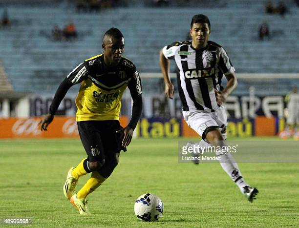 Cicero Santos drives the ball in game in Series A Brasileirao 2014 at Cafe Stadium on May 11 2014 in Londrina Brazil