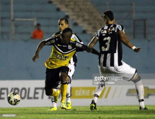 Cicinho of Santos babe Raul Figueirense in Series A Brasileirao 2014 at Cafe Stadium on May 11, 2014 in Londrina, Brazil.